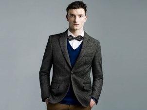 Corbata de moño, sweater y blazer